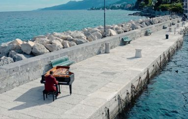 Klavirski virtuoz Zvjezdan Ružić održao tajni koncert uz more