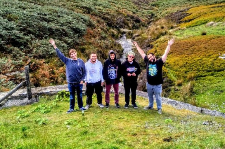 "Punk rock kvartet Trophy Jump predstavlja spot za pjesmu ""Bazooka Blaze"""