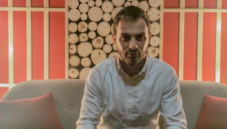 PREMIJERA: Upoznajte mladog kantautora Đuru Ravenšćaka i poslušajte njegov novi singl