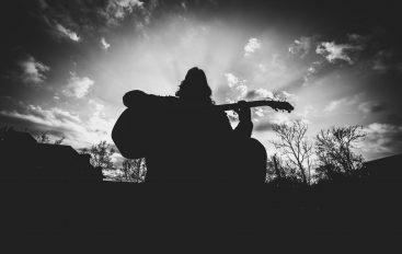 Ivan Škrabe s bendom dolazi na terasu Začarane Močvare