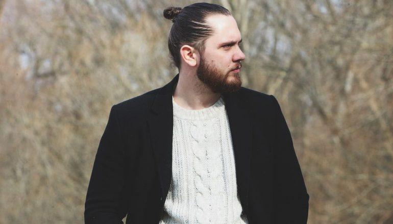 """Mladi rocker HJER u debitantskom singlu """"Za nas"""" slavi osjećaje bliskosti, sreće i ljubavi"""