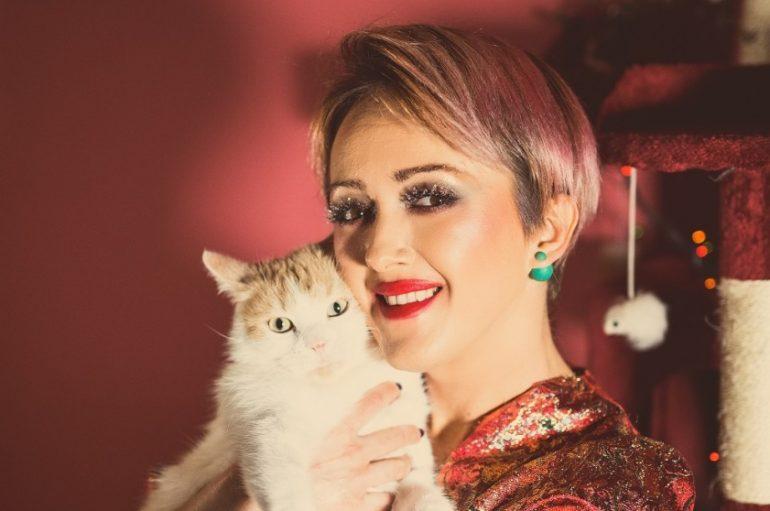 """Ivana Kindl za pjesmu """"Božić je i njima"""" snimila spot s kadrovima udomitelja životinja"""