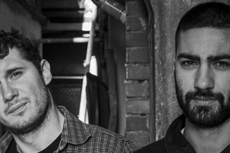 Sjetni minimalizam toplih vokalnih harmi – Domagoj Šimek & Arijan Škapur s debi EP-jem
