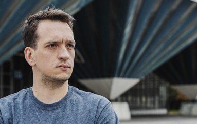 """Moderni spoj live instrumenata i elektronike na albumu prvijencu """"Omens"""" projekta delapse"""
