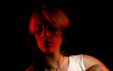 """Billie Eilish sama režirala spot za novi singl """"Therefore I Am"""" snimljen u trgovačkom centru"""
