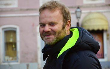 "Zvonimir Varga objavio novi singl – ""Najljepša cura u gradu"" vraća nas u 60-te"