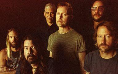 "Foo Fighters objavili novi album ""Medicine At Midnight"""