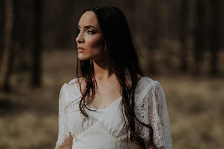 """PREMIJERA: Dienne vam daje vjetar u leđa novim singlom """"Tiho pada mrak"""""""