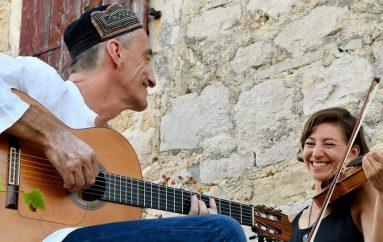 "Miroslav Tadić i Yvette Holzwarth skladbom ""Happy 13"" najavljuju novi album"
