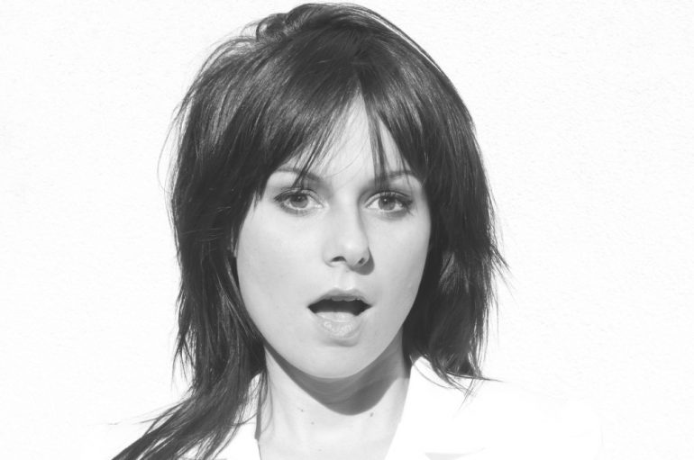 "Talentirana kantautorica Billie Joan objavila osoban i bluesy novi album ""Selfless"""