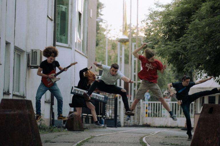 Novi bend Munchmen ubrzo nakon prvog singla objavili još jednu pjesmu s prvog EP-ja
