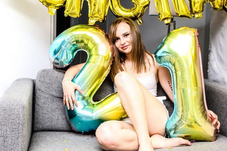 """Mlada kantautorica i producentica Jesa (Jessica Atlić-McColgan) objavila novi singl """"21"""""""