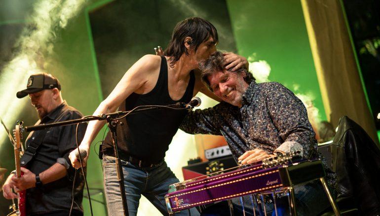 FOTOGALERIJA: Goran Bare & Majke u elementu na koncertu u dvorištu ALU-a u Zagrebu