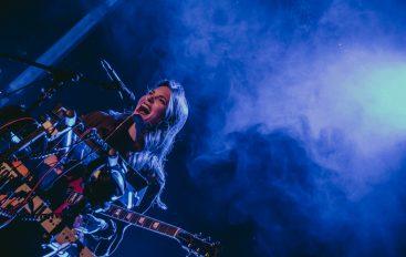 """FOTOGALERIJA: Sara Renar na koncertnoj promociji albuma """"Šuti i pjevaj"""" oduševila rasprodani klub Aquarius"""