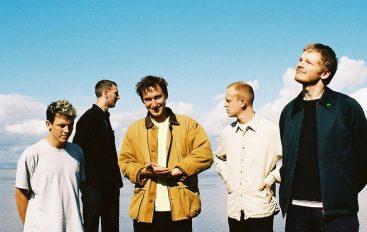 """RECENZIJA: Squid: """"Bright Green Field"""" – sjajan debitantski album mladog benda koji obećava mnogo"""