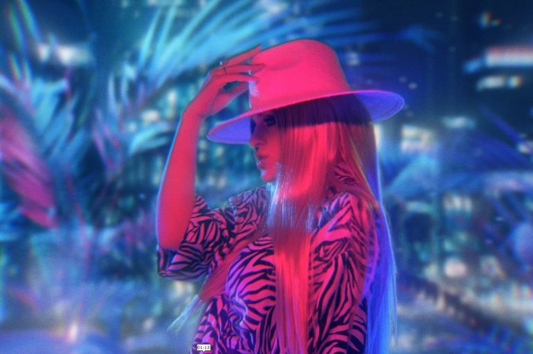 Ivana Lovrić sama u novom atraktivnom retro spotu grupe Colonia