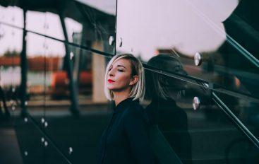 Insolate, svjetski renomirana producentica i DJ-ica, uživo izvodi remiksirani debi album
