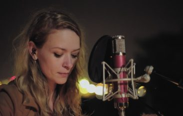 Nina Bajsić u novom izdanju Moonlight Sessionsa