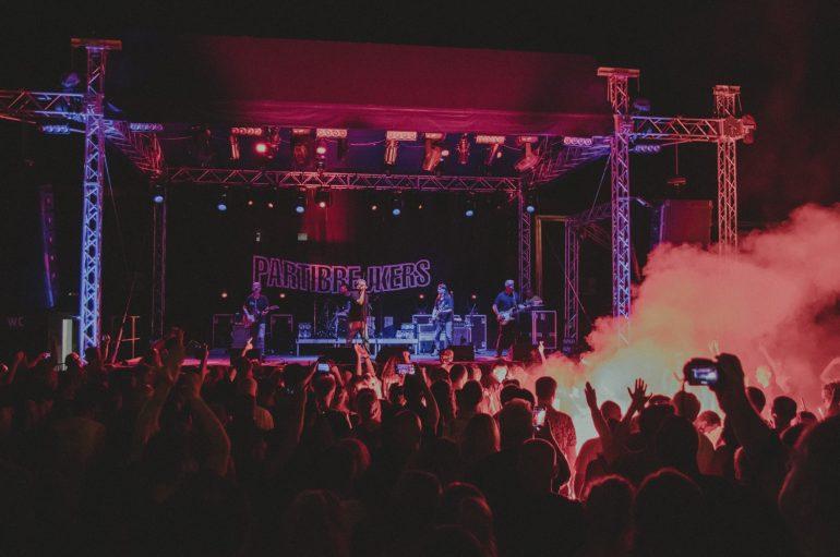 "IZVJEŠĆE/FOTO: Povratak Partibrejkersa u Zagreb – ""živela sloboda, živeo čovek, živela ljubav"""