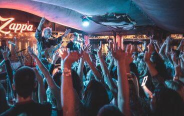FOTO: Darko Rundek i Ekipa hitovima zaljuljali Zappa barku u Beogradu